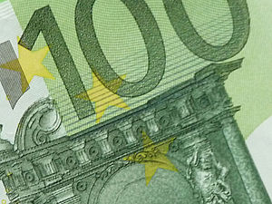 Detail of an one hundred euro note